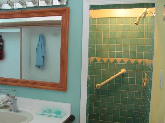 Cape Santa Maria Beach Resort & Villas: Shower