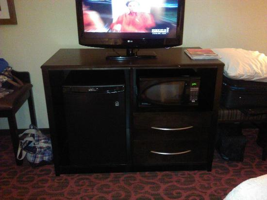 Hampton Inn & Suites Elk City: Nice setup with the tv, fridge and microwave.