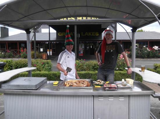 Te Anau Kiwi Holiday Park: BBQ area