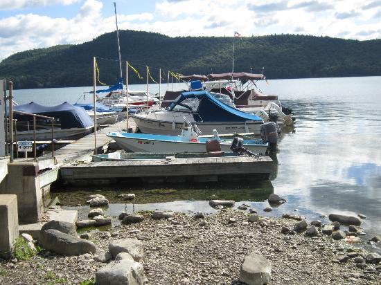 بايسايد إن آند مارينا: The dock 
