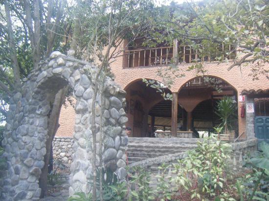 Hosteria Izhcayluma: Back of Restaurant along path to Recreation area