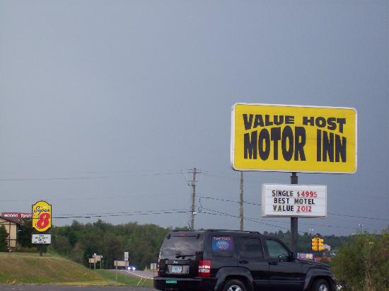 Value Host Motor Inn: Near Super 8