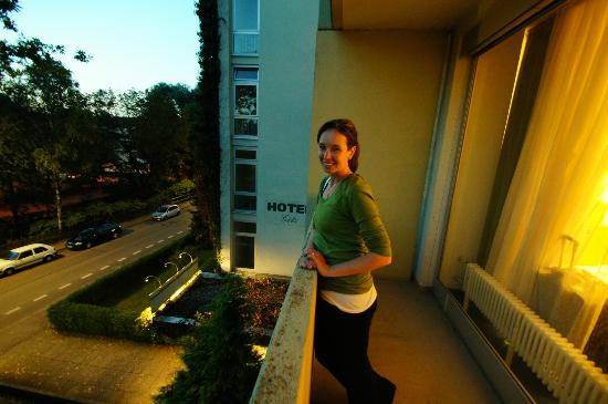 Hotel Götz: Good sized balcony.