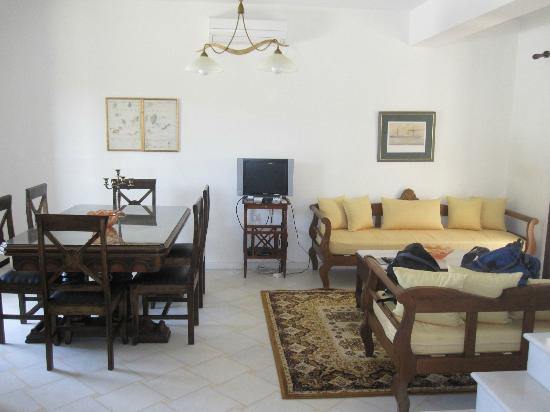 Kedros Villas: Myrtle Villa Living/Dining Area