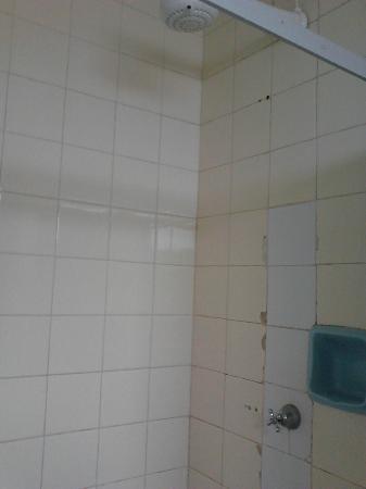 Patamares Praia Hotel : banheiro sujo!