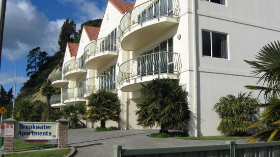 Breakwater apartments apartment reviews deals napier for Apartment reviews