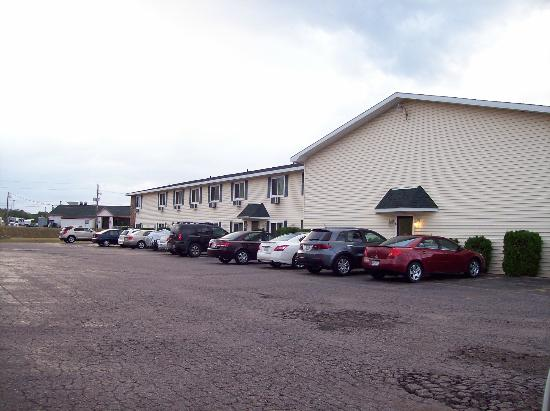 Value Host Motor Inn: Side View. Parking lot big enough for semi's