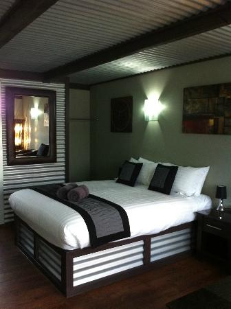 Orbost Motel: Luxurious bed and bedding
