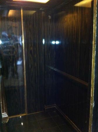 Tredici Steak: elevator to top floor