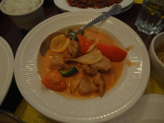 Mandalay Restaurant & Cafe: Coconut Chicken