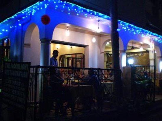 Moonlight Restaurant & Guest House
