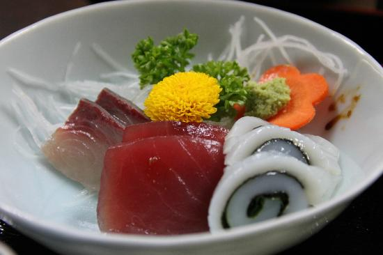 Minshiku Iwatakan: mmmm sushi!