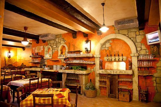 Restaurants Near The Forum