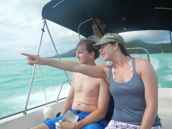 Moana Adventure Tours: cruising around Bora Bora