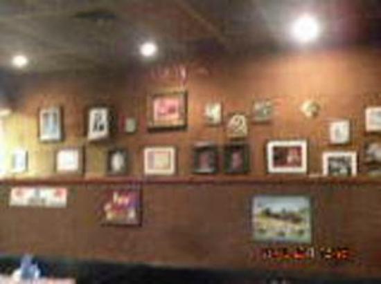Neely's Bar-B-Que Restaurant : Dining Area