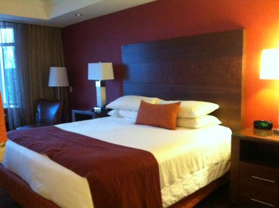 Great Cedar Hotel: Bed