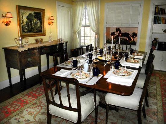 High Acres Bed and Breakfast: dining room