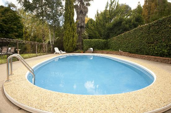 Clifton Gardens Bed & Breakfast: Heated Swimming Pool