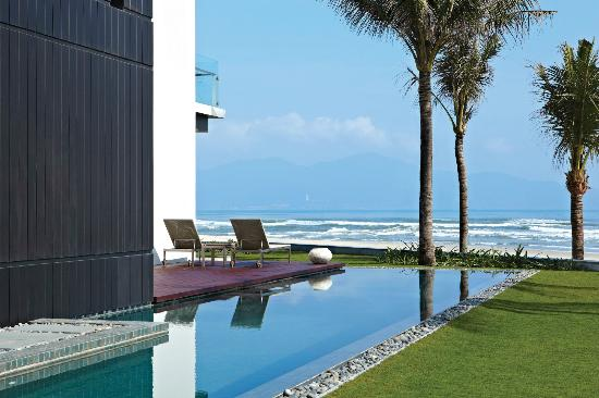 Hyatt Regency Danang Resort & Spa: OceanVilla pool