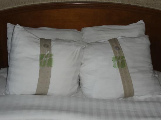 Holiday Inn Rapid City - Rushmore Plaza: Coussins (choix dureté)