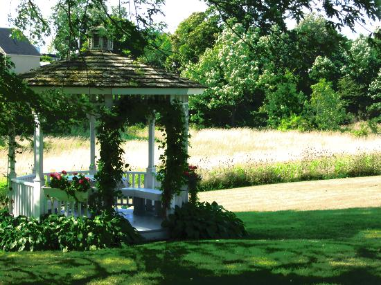 Green Acres Inn: Beautiful grounds