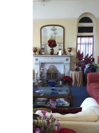 Shirley Hotel: Living Room