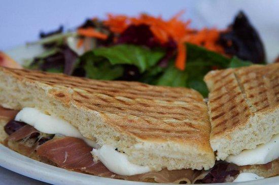 Fabiolus Cucina Italiana Verona: Panino prosciutto e mozzarella