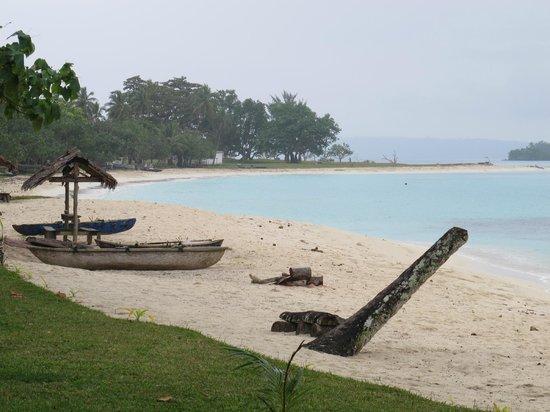 Port Olry, วานูอาตู:                   local villagers canoes