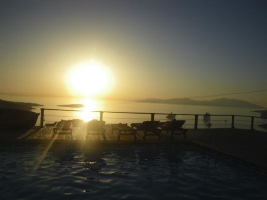 Tharroe of Mykonos Hotel: more sunset