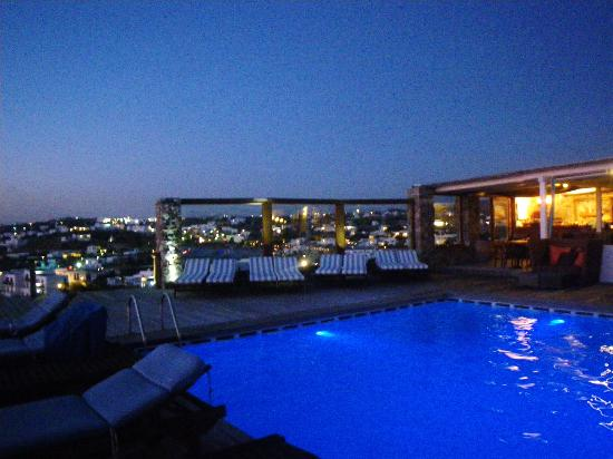 Tharroe of Mykonos Hotel: pool at night