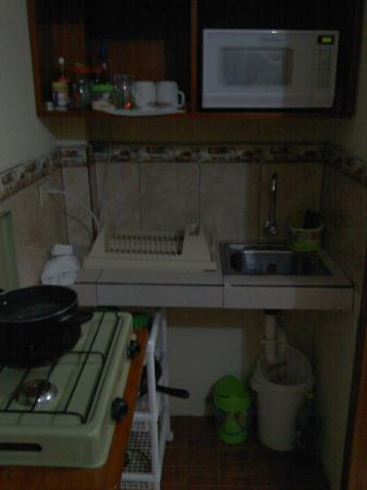 Galapagos Best Hostel: Kitchenette (4 Bed Dorm)