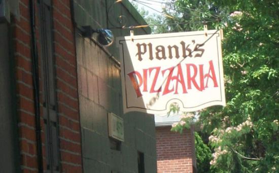 Plank's Cafe & Pizzeria