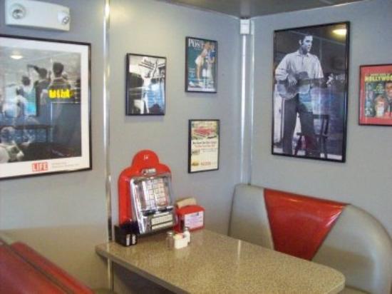 Shari's Diner Photo