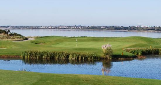Galway Bay Golf Resort: Golfing on the waterfront