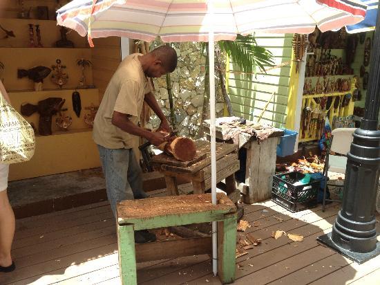Bay Street: Straw Market vendor