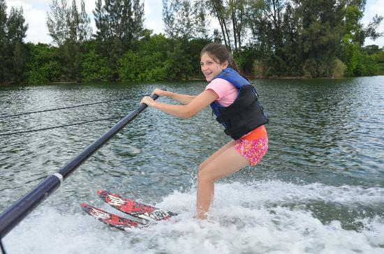 LTS Wakeboard, Wakesurf and Waterski: First time skiing