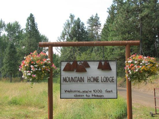 Mountain Home Lodge: Entrance to the lodge