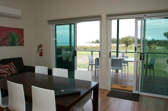 Victor Harbor Beachfront Holiday Park: Waterview Villa Interior