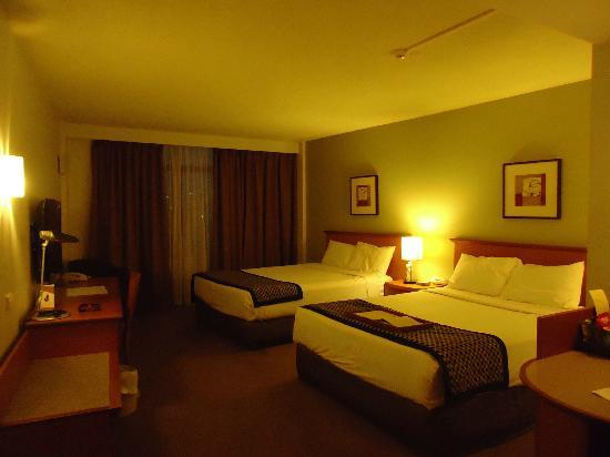 Rydges Camperdown Sydney: Spacious room
