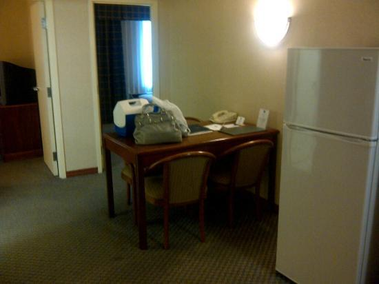 Best Western Plus Seattle/Federal Way: Dining Table in Room