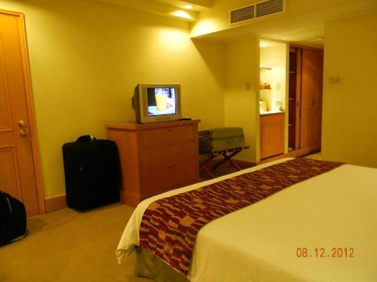 The Heritage Hotel Manila : Old tv