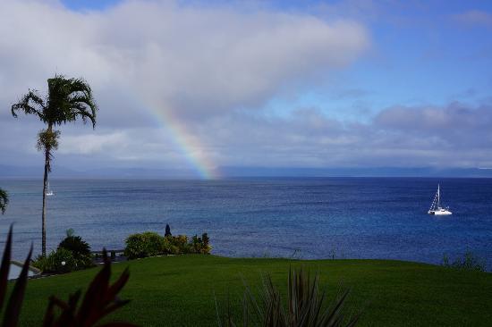 Taveuni Island Resort & Spa: レストランから眺める海と虹