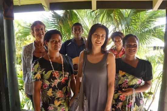 Taveuni Island Resort & Spa: スタッフの歓迎の歌とオーナのDo-san