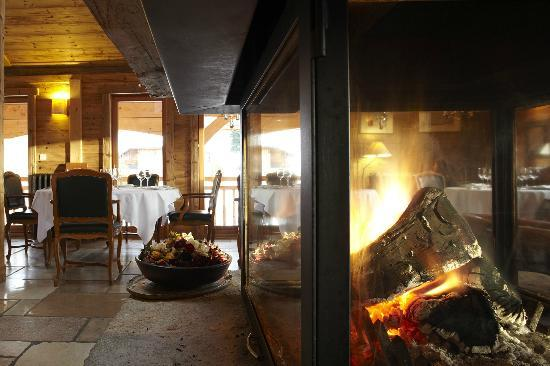 Ferme De Montagne: Fireplace in Restaurant