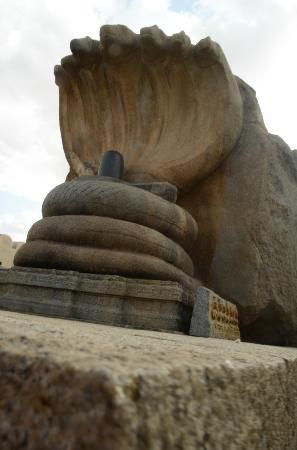 Lepakshi: the linga..