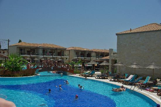 Holiday Village Rhodes: Hotel outside buildings rooms and swim up rooms