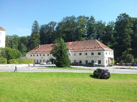 Klosterschanke: Klosterschänke von der Wiese gegenüber gesehen