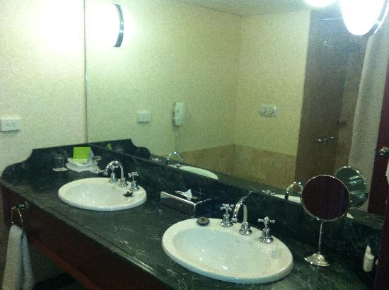 "Pullman Brisbane King George Square: Sebel ""Deluxe"" Bathroom"