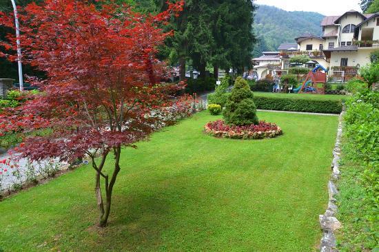 Istituto Idrotermale di Lurisia - Terme e Centro Benessere: Lo splendido parco delle Terme di Lurisia