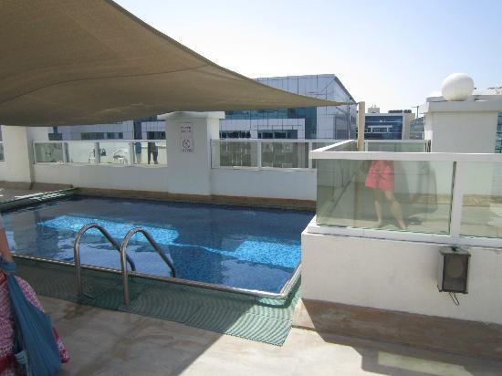 Rainbow Hotel: petite piscine sur la terrasse